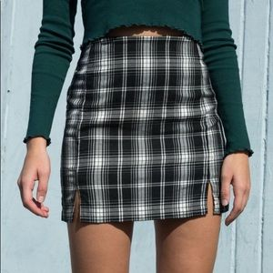 exclusive brandy melville skirt 🖤🤍🖤🤍